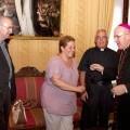 El arzobispo con la presidenta, el secretario general y el consiliario de la junta mayor de la Semana Santa Marinera