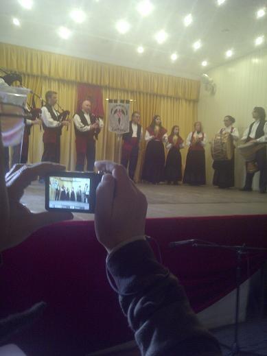 Un momento de la actuación del grupo de la Casa de Galicia/vlcciudad