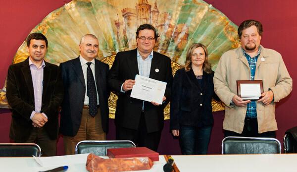 Los responsables de Ciberfallas, con los representantes de OIMED y UCH-CEU