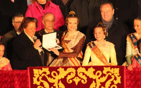 Rita Barberá entrega las llaves de la ciudad a Begoña Jiménez, Fallera Mayor de Valencia 2013. Foto: Javier Furió
