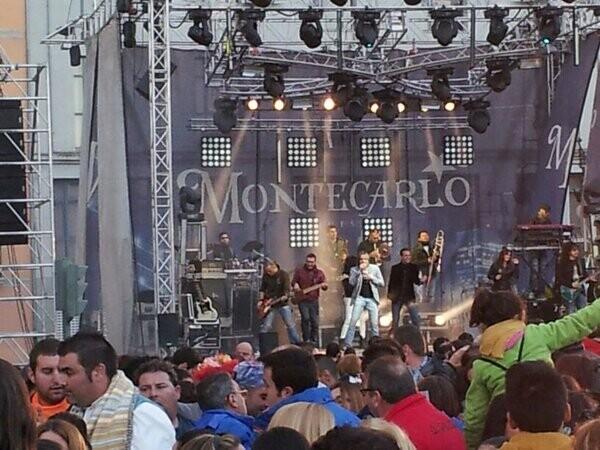 La Orquesta Montecarlo en plena actuación en las Torres de Serranos/@veusdefesta