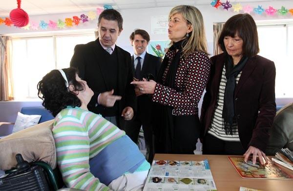 Sánchez Zaplana, en el Centro de Atención a Personas con Discapacidad Psíquica Camp Santa Faz