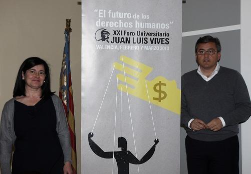La directora de la XXI edición del Foro y el edil de Juventud, Cristóbal Grau, con el cartel oficial /ayto valencia