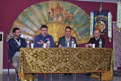 Jorge Guarro, segundo por la izquierda, en una mesa redonda en la falla Blanquerías/blogblanquerias