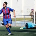 La jugadora granota, Buceta, celebra el gol que marcó en el minuto 44 en el polideportivo de Nazaret/jorge ramirez