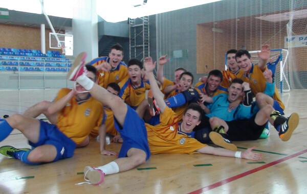 Los jugadores valencianos celebran su pase a la Fase Final del Campeonato de España. Foto: Federación Valenciana de Fútbol