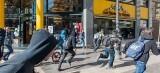 Manifestantes huyen de la carga policial en las movilizaciones de ayer.. Foto: Isaac Ferrera