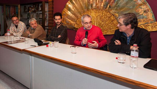 Representantes de la Junta Central Vicentina, Semana Santa Marinera y Federación de Moros y Cristianos y Paco Varea.