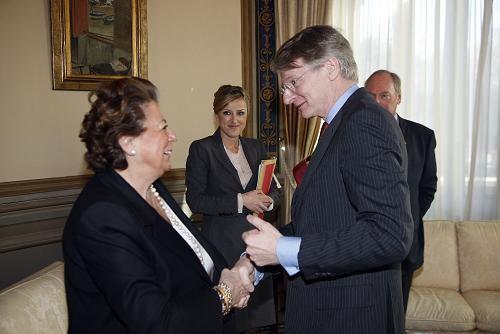 La alcaldesa de Valencia con el embajador/ayto vlc