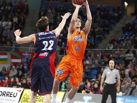 El Valencia Basket rozó la machada en el Fernando Buesa Arena