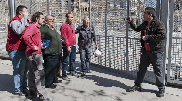 Mikel Pagola de Piroart fotografía a los Hermanos Caballer con José Caballer, el padre de ambos/Isaac Ferrera
