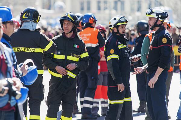 Bomberos de Italia han venido a Valencia para participar en las labores de control con los del cuerpo de Valencia/Isaac Ferrera