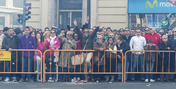 El público ovacionó y saludó a los Hermanos Caballer con fábrica en Almenara/Isaac Ferrera