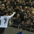 Jonas celebra uno de los goles ante la afición de Mestalla/Isaac Ferrera