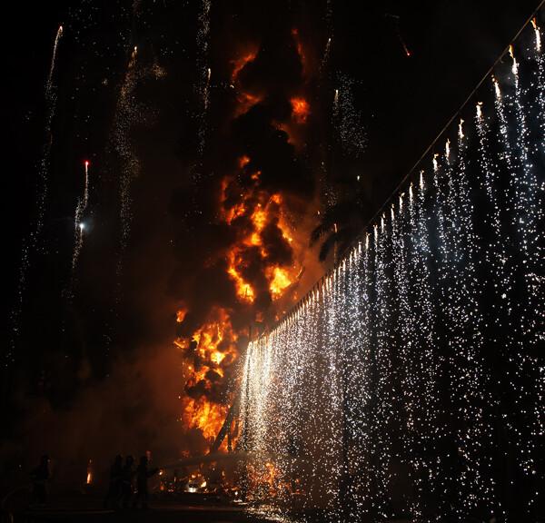 Cortina de fuegos artificiales. Foto: Isaac Ferrera