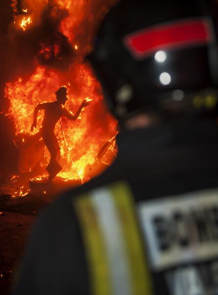 Cremà y bombero. Foto: Isaac Ferrera