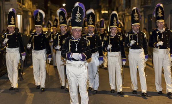 Ramón Ramirez abrió el cortejo procesional con varias guardias de granaderos/Isaac Ferrera