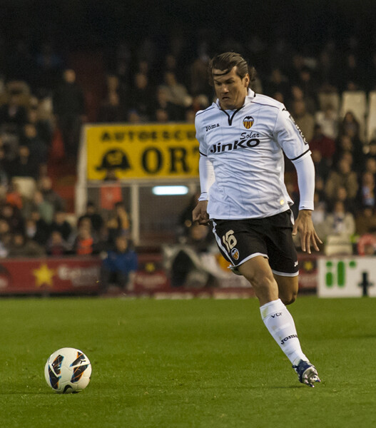 Valdés en plena carrera, conduciendo el esférico. Foto: Isaac Ferrera