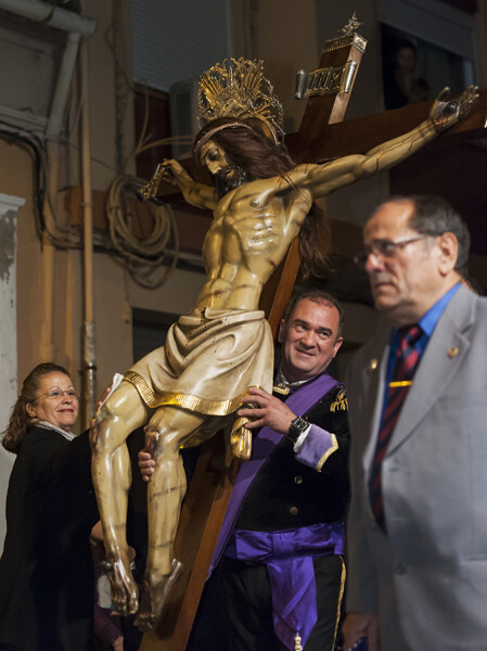 El Cristo del Salvador fiel a su cita con sus fieles tuvo una legión de varios miles de personas detrás en el acto colectivo/Isaac Ferrera
