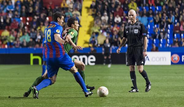 Los dos equipos jugaron con diez jugadores en la segunda parte/Isaac Ferrera