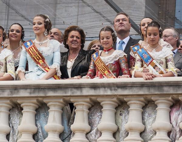 El presidente de la Generalitat, Alberto Fabra, ha asistido hoy a la mascleta de Reyes Martí en el día de la Mujer/Isaac Ferrera