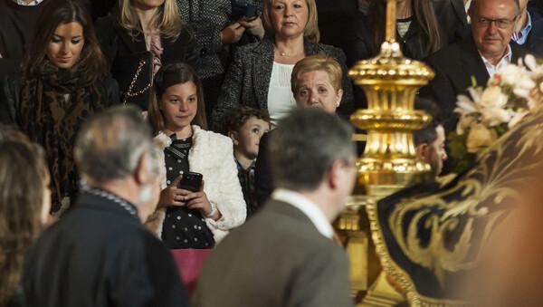 La presidenta de la Junta Mayor, Begoña Sorolla, presenció el último Entierro con el máximo cargo de la fiesta acompañada de la Fallera Mayor Infantil de Valencia, Carla González/Isaac Ferrera