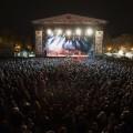 Viveros vibró con Macaco, Mclan, los grupos valencianos y el dj, una gran noche de música en Fallas/Isaac Ferrera