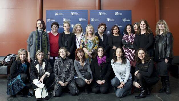 MuVIM-expone-centenar-mujeres-continentes_TINIMA20130307_0274_5