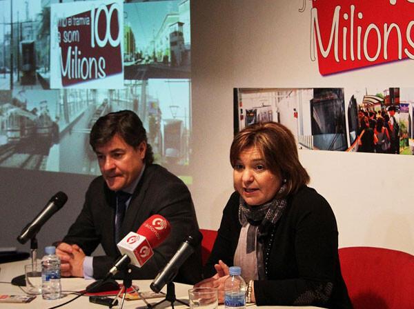 """Bonig atiende a los medios durante la presentación de la acción """"Som 100 milions"""""""