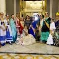 Las reinas de las casas y centros regionales con la presidenta, Paqui Arcos, en el ayuntamiento/Ester Palentino