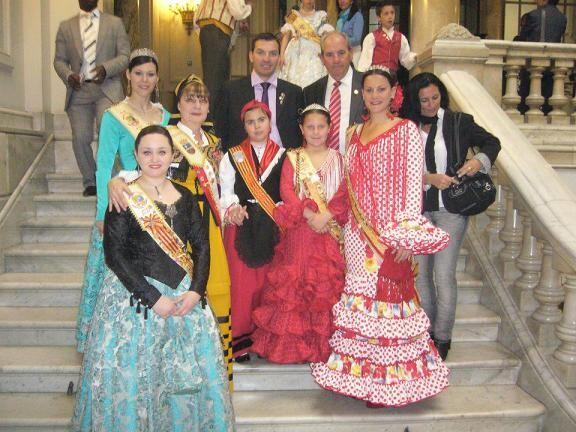 Varias reinas en la escalinata del Ayuntamiento de Valencia/vlc