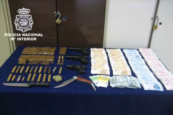 Material incautado en la operación contra el tráfico de drogas en el Cabanyal.