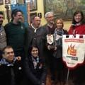 El grupo de Compromís entregó anoche el palet a la falla Sanchís Bergón-Turia/compromís