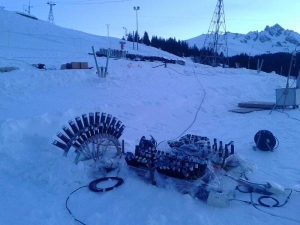Montaje del disparo en las montañas nevadas de los Alpes Franceses de Courchevel/europla
