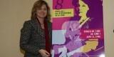 Ana Albert con el cartel de la celebración del Día de la Mujer/ayto vlc