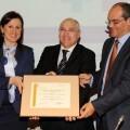 María José Catalá escenifica la entrega de la certificación del programa DOCENTIA al modelo de Evaluación Docente del Profesorado implantado en la UPV