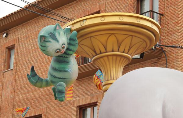 El gato, con uno de los brazos ya roto y balanceado por el viento en Ramón de Rocafull - Barrio Llamosí. Foto: Javier Furió