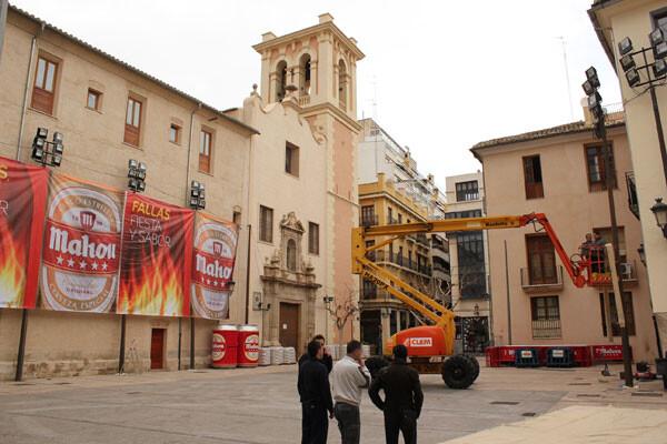 La plaza del Pilar, ya con publicidad y luces, pero aún sin piezas. Foto: Javier Furió
