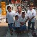 Gori con sus cuatro nietos/vlcciudad