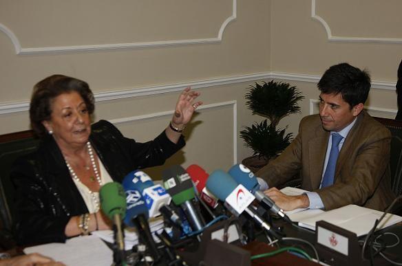 La alcaldesa, Rita Barberá, y el director general del Consorcio, Pablo Landecho, en la rueda de prensa de ayer/ayto vlc