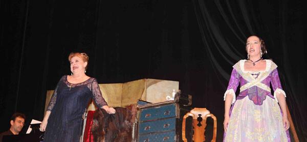 María Luisa Merlo en plena actuación en el Talía.