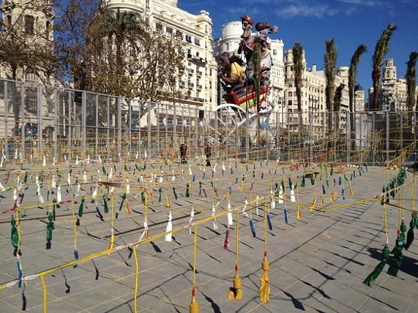 La mascleta ya está preparada en la plaza del Ayuntamiento de Valencia/ricasa