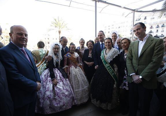 El president de la Generalitat acudió de nuevo a contemplar los fuegos de una mascleta con la alcaldesa/ayto vlc