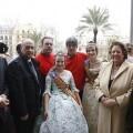 Los pirotécnicos de Guadix de rojo con las Falleras Mayores, el edil Crespo, Lledó y la alcaldesa/ayto vlc