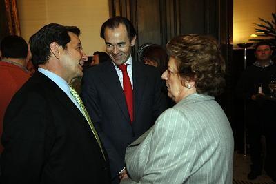 La alcaldesa departe con el conseller de Sanidad al terminar la mascleta/ayto vlc