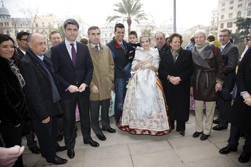 Los dirigentes de Vocento, de la Politécnica, el pirotecnico, la Fallera Mayor y la alcaldesa./ayto vlc