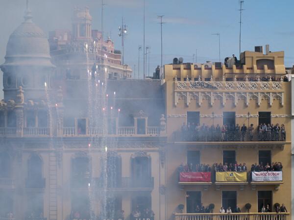 Las carcasas surcan el cielo valenciano. Foto: Manuel Molines