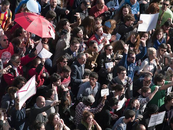 La mascletà sirvió también como escaparate de protesta y crítica. Foto: Manuel Molines
