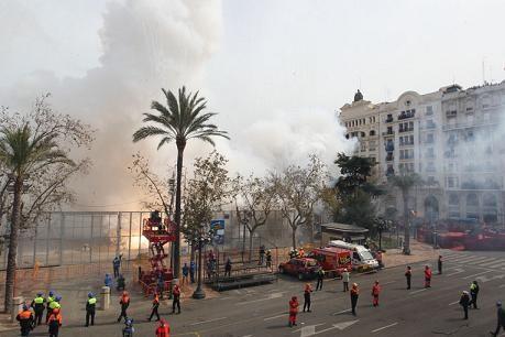 Vista del disparo desde el balcón del ayuntamiento/josep zaragoza