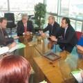 El secretario de Infraestructuras y Transporte, Victoriano Sánchez-Barcáiztegui, reunido con los comerciantes de la zona del Mercado Central.